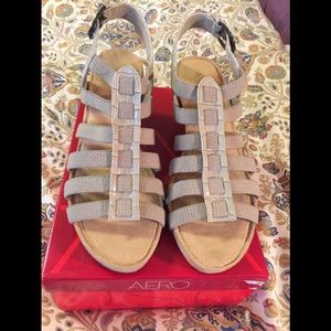 Aerosoles tan canvas sandals, size 10.